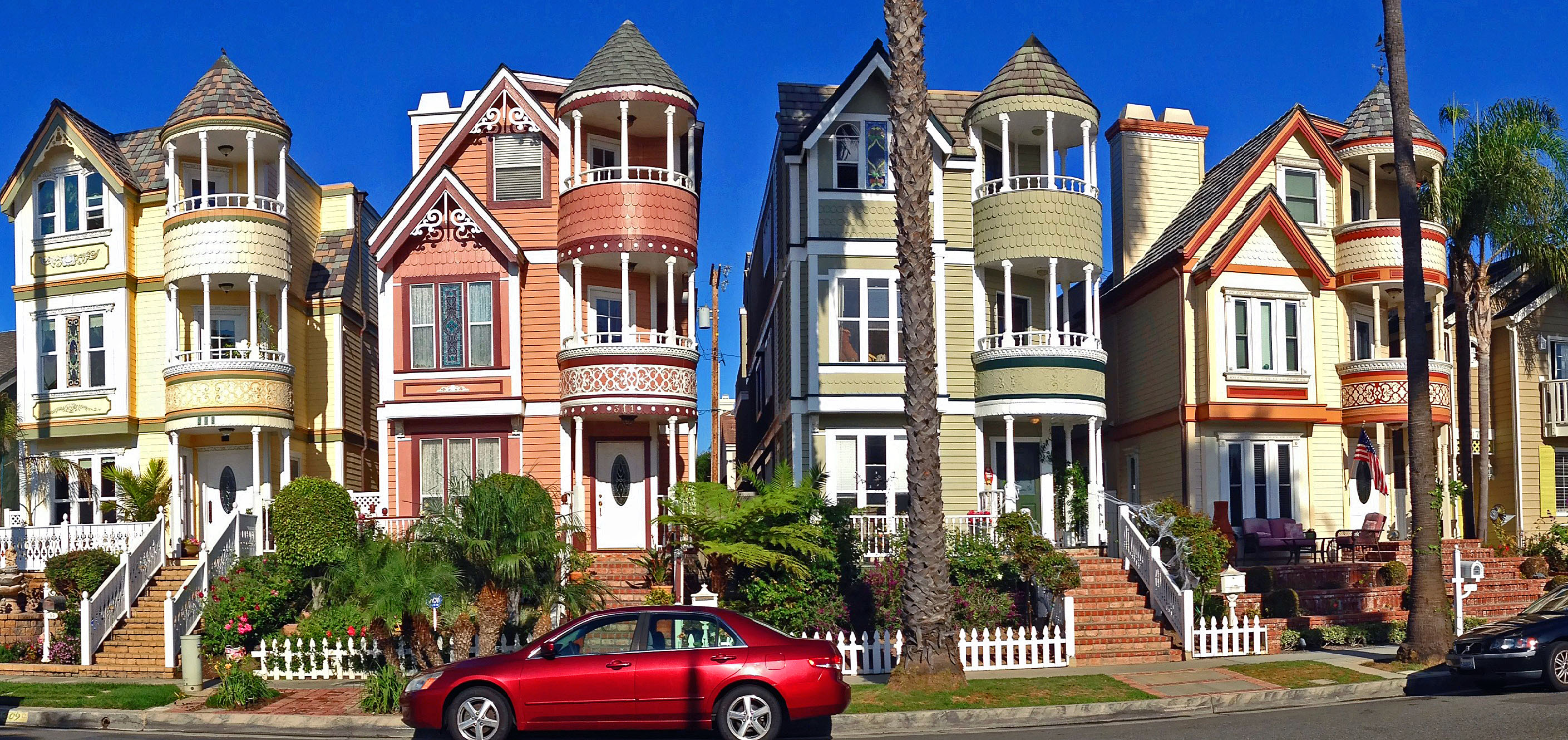 Historic homes the painted ladies of huntington beach for San francisco victorian houses